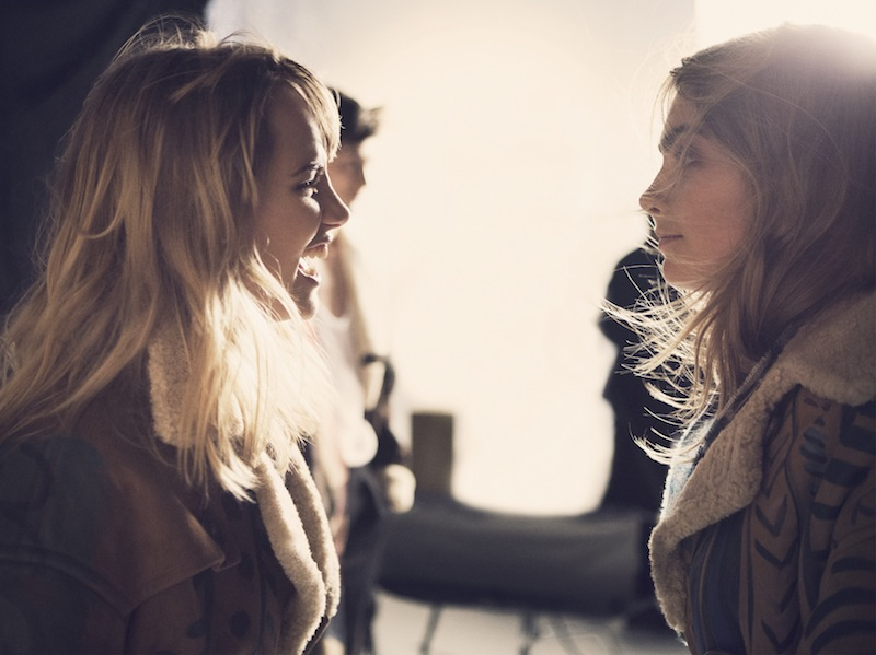 Cara Delevingne and Suki Waterhouse behind the scenes on the Burberry Autumn_Winter 2014 campaign (1)