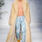 JOURDAN DUNN MOSCHINO FALL 2015 LCM FashionDailyMag sel 6