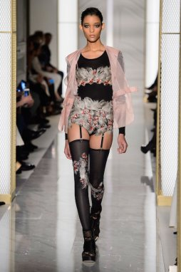 LA PERLA COUTURE SS15 fashiondailymag sel 13