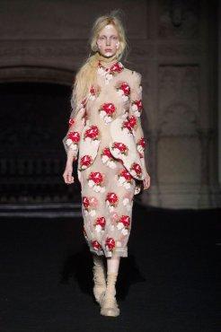 SIMONE ROCHA FALL 2015 fashiondailymag sel 8