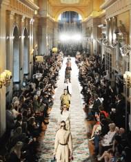 DIOR_CRUISE_2017 Finale_@ runway Adrien Dirand fashiondailymag