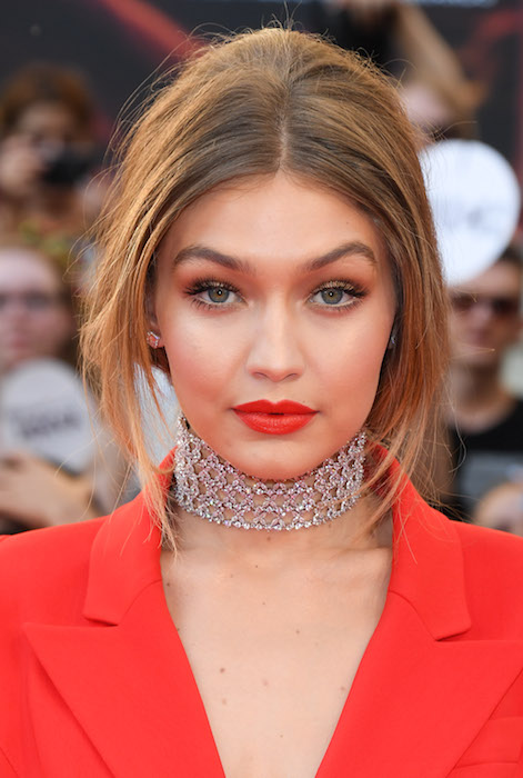 gigi hadid music awards toronto fashiondailymag