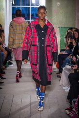 Burberry September 2017 Collection - Look 23