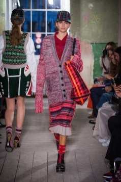 Burberry September 2017 Collection - Look 32