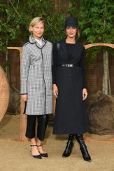 Elizabeth Von Guttman and Alexia Niedzelski Christian Dior : Photocall - Paris Fashion Week - Womenswear Spring Summer 2020