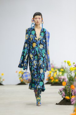 SHUTINGQIU_SS20_Look2 SHANGHAI RUNWAY faves FashionDailyMag Brigitteseguracurator 2 15