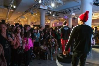 Artistix AndyHilfiger GregPolisseni NYFW Fall2020 FashionDailyMag ph JoyStrotz BrigitteSeguaraCurator 110