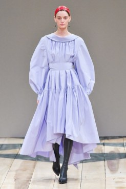 Alexander McQueen fall 2020 paris fashion week photo Imaxtree FASHIONDAILYMAG brigitteseguracurator32