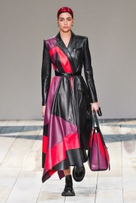 Alexander McQueen fall 2020 paris fashion week photo Imaxtree FASHIONDAILYMAG brigitteseguracurator 89