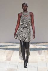 Alexander McQueen fall 2020 paris fashion week photo Imaxtree FASHIONDAILYMAG brigitteseguracurator 4