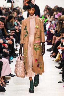 Valentino_41_is5_0774 fall 2020 paris fashion week photo Imaxtree FASHIONDAILYMAG brigitteseguracurator
