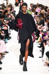 Valentino_45_is5_0843 fall 2020 paris fashion week photo Imaxtree FASHIONDAILYMAG brigitteseguracurator