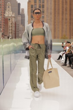 Flying_Solo_20210j0a7151 editor faves brigitteseguracurator photo Randy Brooke for Fashion Daily Mag fashion 2021 copy
