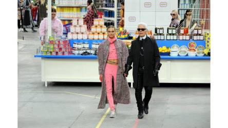 Cara Delevingne es una de mis modelos favoritas de todos los tiempos, y musa de Karl, la combinación perfecta!