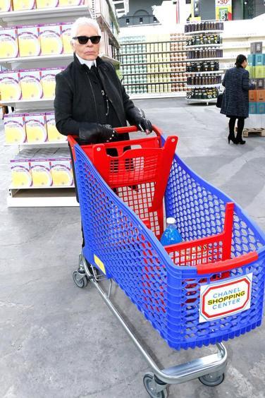 Karl shopping