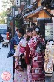 tourists hanami-koji, gion area in kyoto