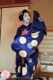 Japanese traditional dancing by maiko Ichitaka