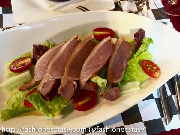 義式凱薩沙拉配煙燻鴨胸肉 Caesar salad with smoked duck breast meat
