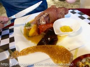 法義古堡餐廳招牌脆皮酸菜豬腳