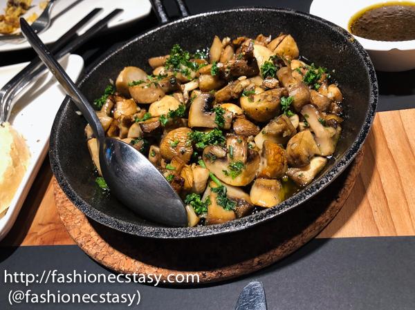 橄欖油香煎蘑菇 Cogumelos Salteados con Presunto (picante)/ Sautee mushrooms