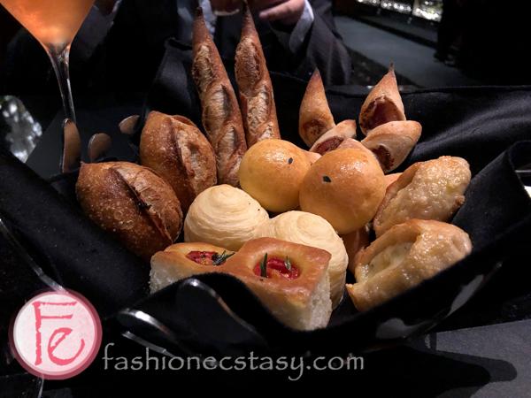 侯布雄台北貴婦百貨:餐前麵包 (Joël Robuchon Taipei Michelin Restaurant bread platter)