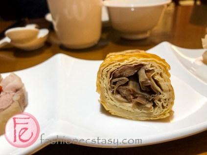 弄堂三味品:素鵝 (素豆皮捲) (Appetizer Platters): Vegeterian roll