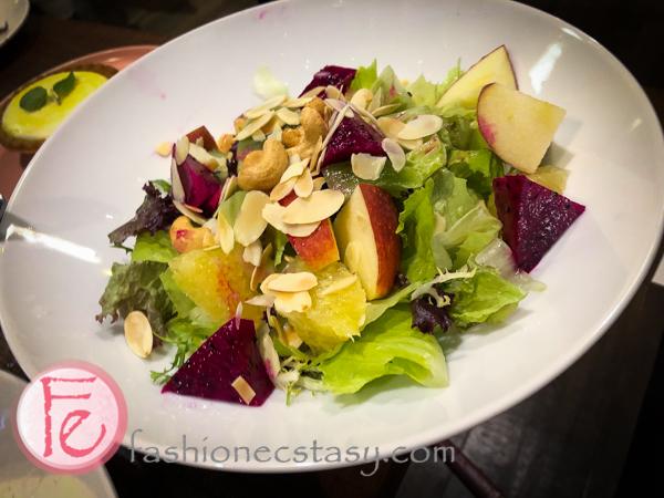 季節鮮果沙拉 ($210)/ Fruits Salad ($210)