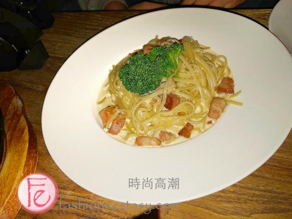 爛醉咖啡「培根奶油蛋奶麵」($300) (Creamy Bacon Pasta at Drunk Cafe Taipei