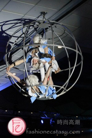 Cirque performers at Starlight Children's Foundation Gala 2019