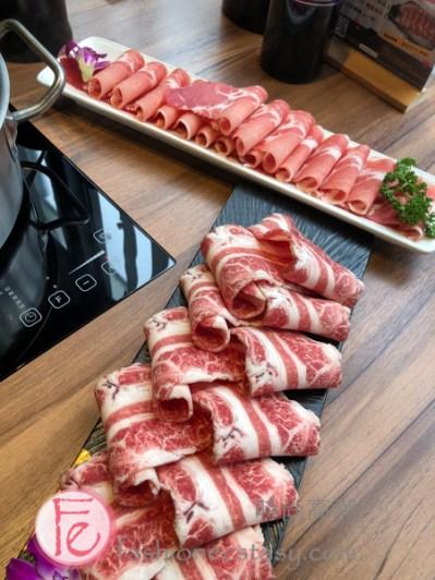 """「梅花豬」跟「雪花牛」 (""""pork shoulder butt"""" and """"marbled beef"""")"""