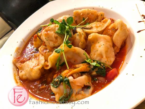 "「愛麗鮮蝦干貝餃」 ($250) / ""Alley's Shrimp & Scallop Dumplings"" (NT$250)"