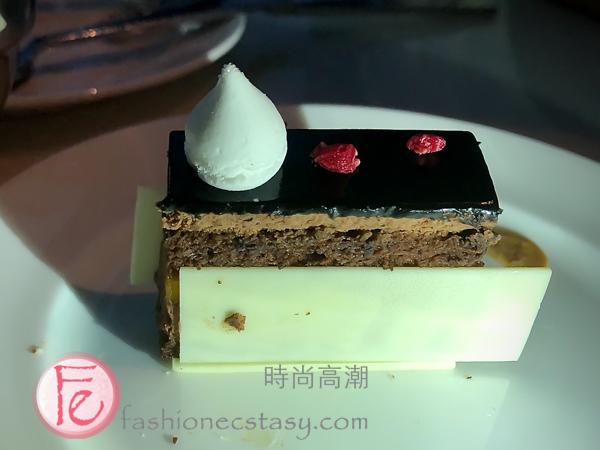 """「夏威夷果鏡面蛋糕」/ """"Glazed macadamia nut cake"""":"""