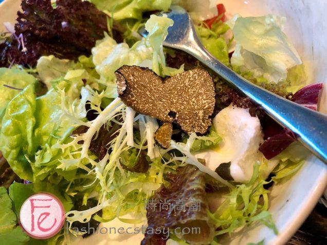 蘆筍水波蛋佐松露汁 ($380) / Asparagus with Soft Boiled Egg and Truffle Dressing ($380NT):