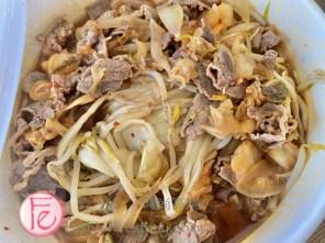 """「韓式泡菜陶板燒牛肉」/($185元)/ """"Korean kimchi and Teppanyaki Beef"""" ($185NT)"""