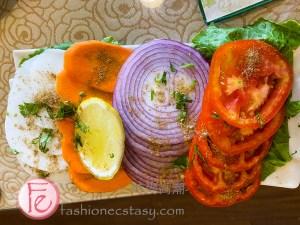 """「蔬菜沙拉」($100元) / """"Green Salad"""" ($100NT)"""