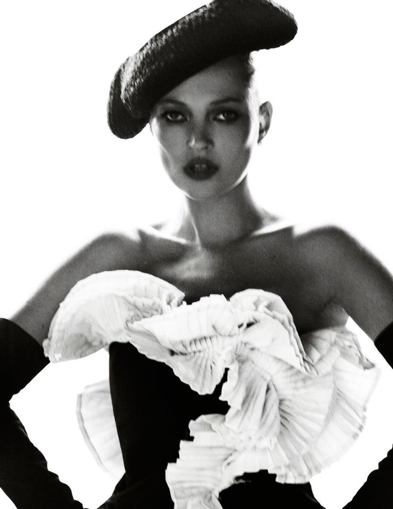 TestinoKate12 Kate Moss Has a Flair for the Dramatic in Vogue Spain December, Shot by Mario Testino