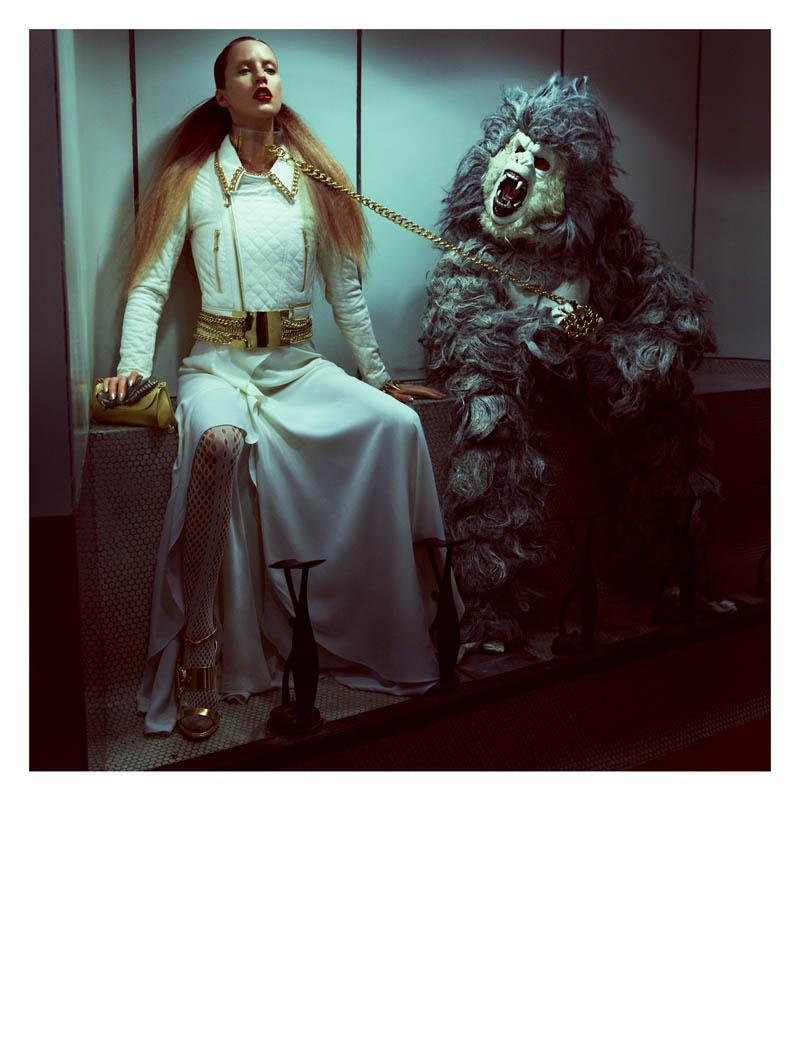 julia frauche greg kadel numero8 Julia Frauche Has a Strange Encounter for Numéro #141 by Greg Kadel
