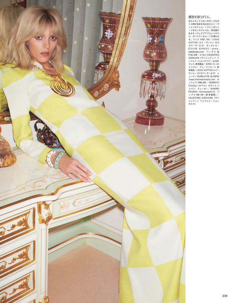 anja vogue japan4 Anja Rubik är 70s Glam för Vogue Japan juni 2013 av Katja Rahwles