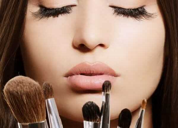 Makeup tips by fashion forecasters