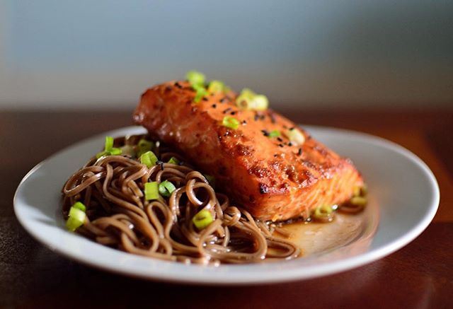 Soba noodles with miso and shichimi togarashi roasted salmon -- Click Here for more healthy recipes from clean-eating food bloggers and Instagram, accounts!
