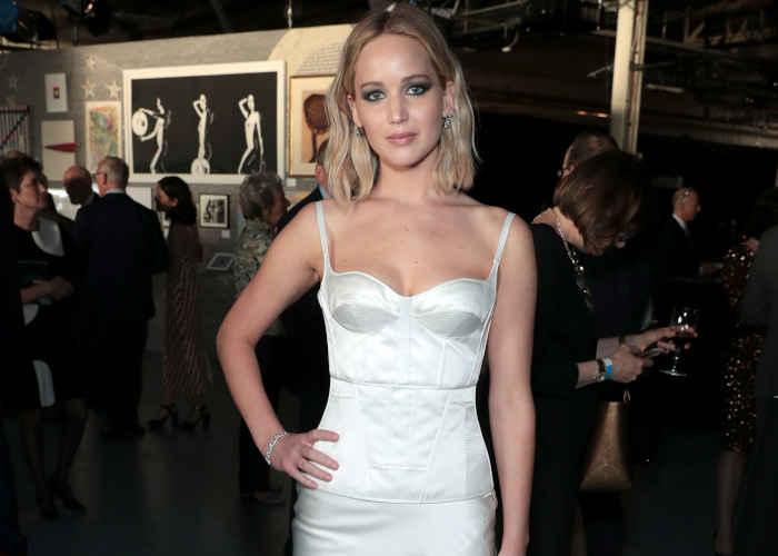 Jennifer-Lawrence-Wore-a-Sexy-Dress-to-Present-Her-Ex-With-an-Award