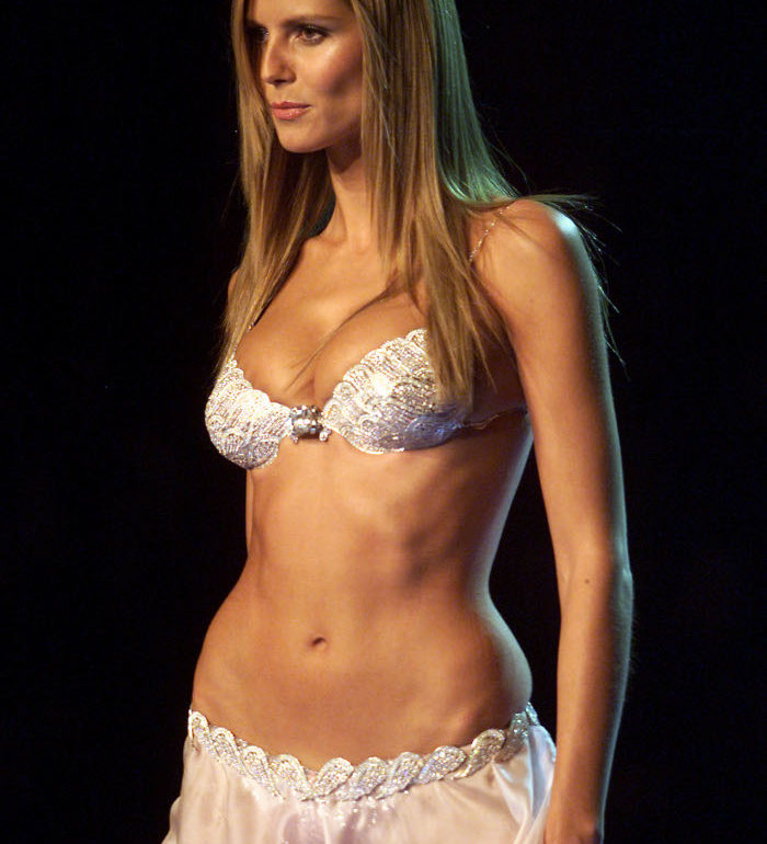 Victoria-Secret-Fantasy-Bras-Through-The-Years-Heidi-Klum-2001