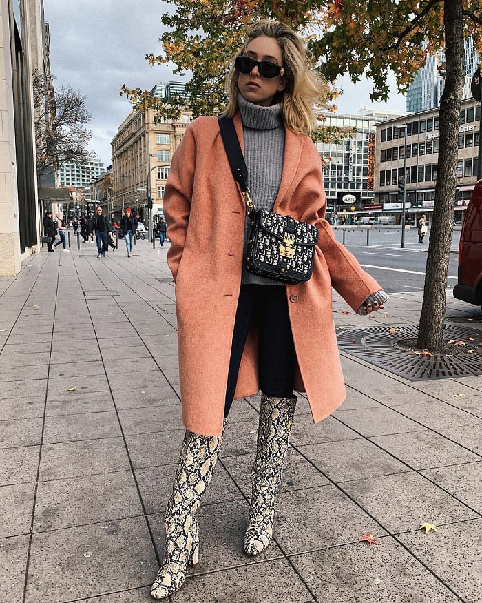 What-To-Wear-On-Thanksgiving-sweater coat jeans