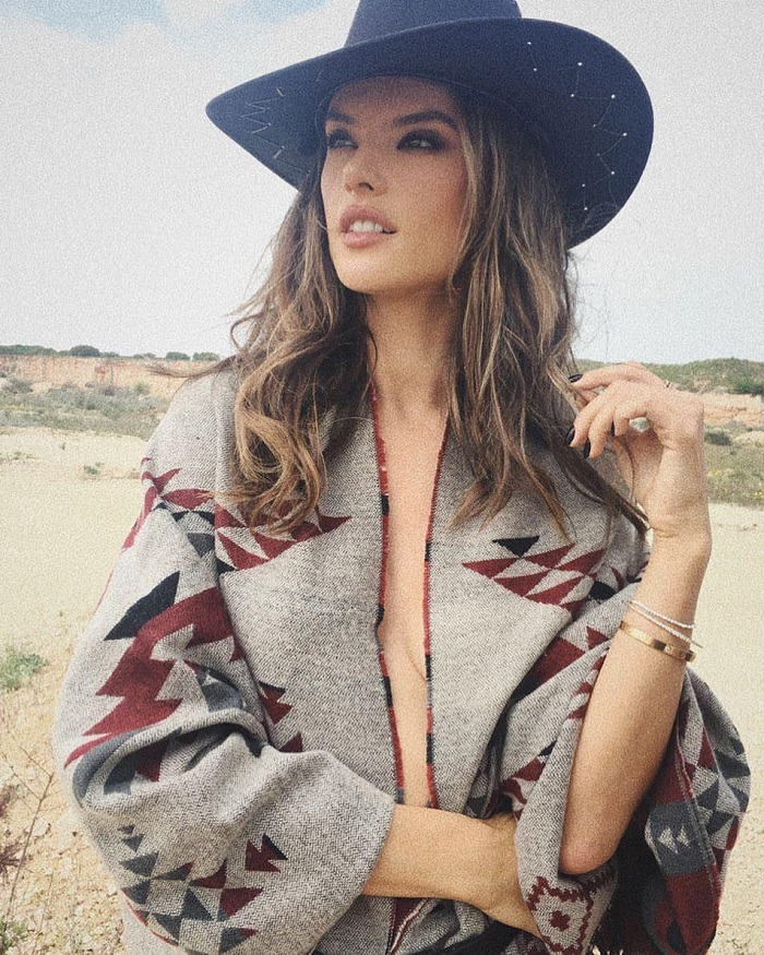 You-Can-Make-Knitwear-Sexy-Thanks-To-These-Stars-alessandra ambrosio