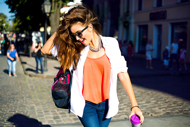 Perfect-Casual-Style-Tips-for-Women-woman-dressed-casual-walking-down-the-street