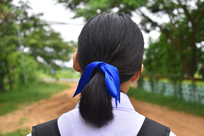 12-Best-Hairstyles-for-a-Student-Party-ribbon-in-hair