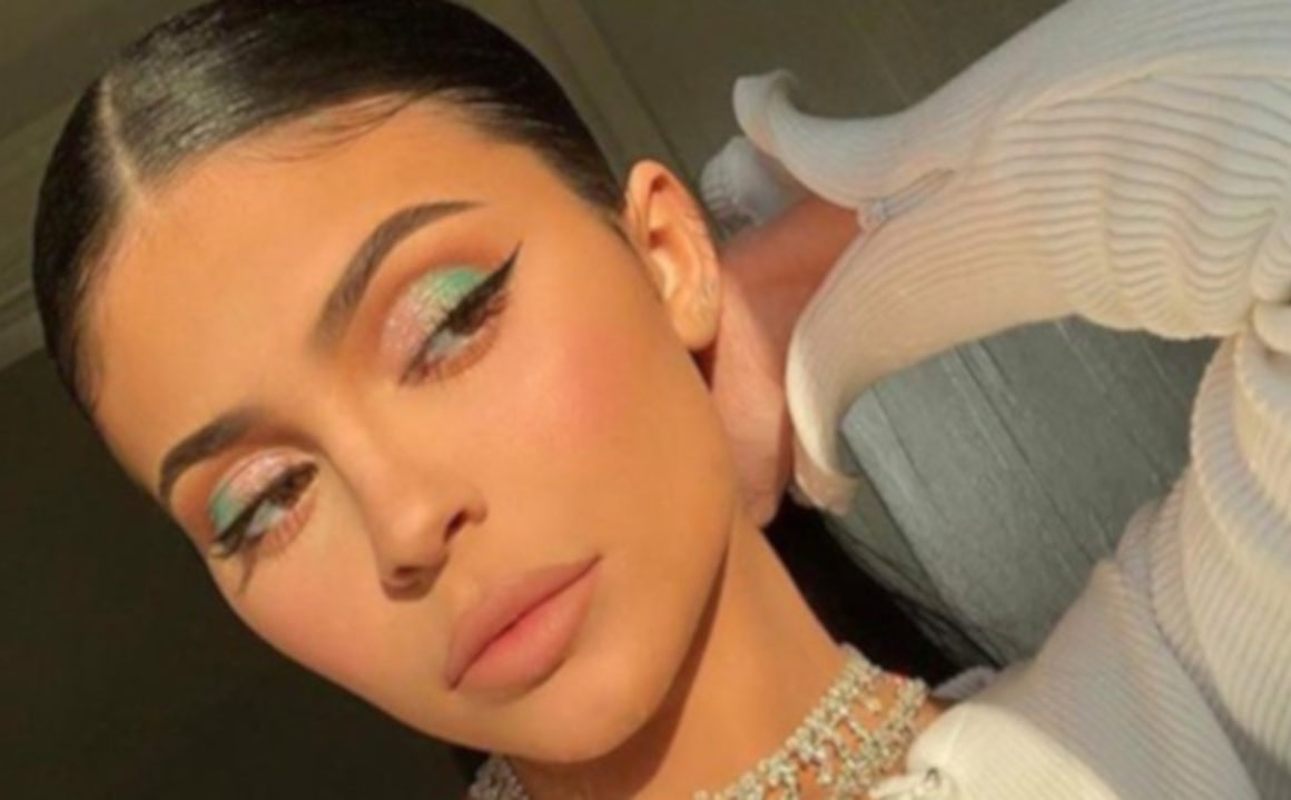 Celebrities Declare This The Hottest Summer Makeup Trend Kylie Jenner