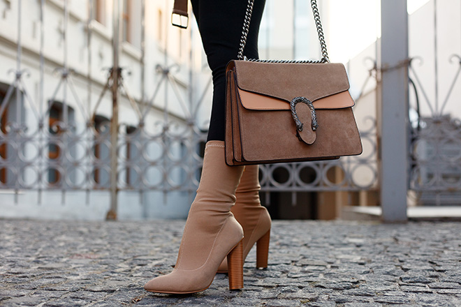 how-to-style-a-sweaterdress-leggings-and-boots-purse