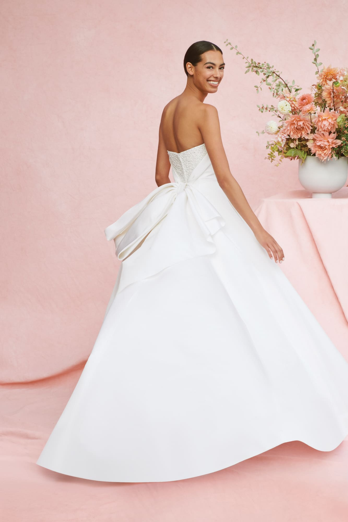 #carolinaherrera #2020wedding #2020weddingdresses #weddingtrend #weddingdresses #brides #bridalgown #modernwedding