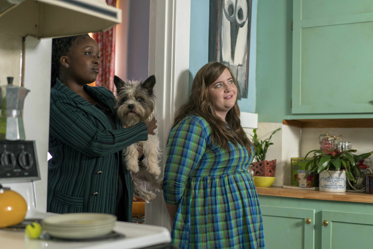 Fran (Lolly Adefope) and Annie (Aidy Bryant). Photo: Allyson Riggs/Hulu